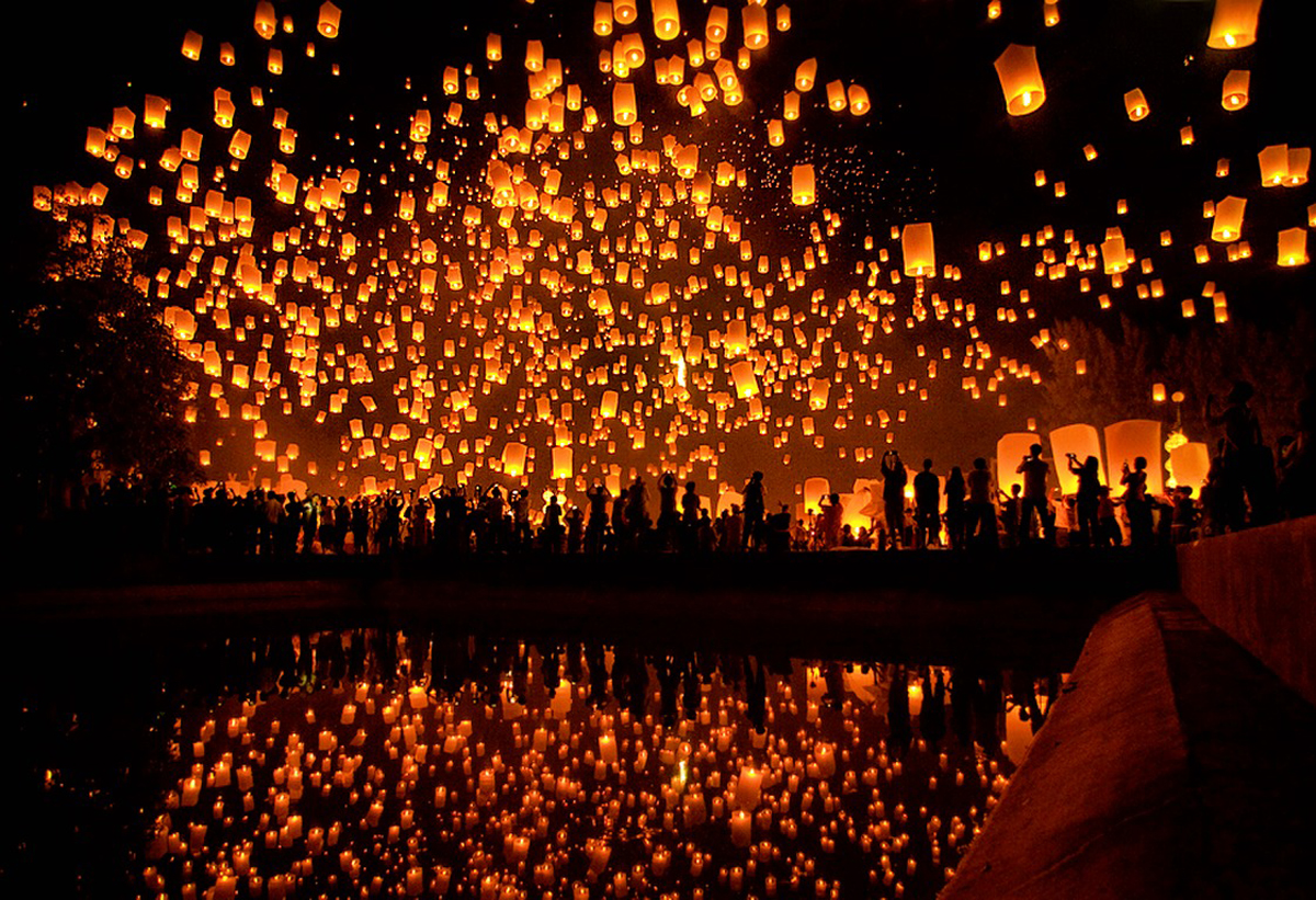 Reflection-Of-Floating-Lantern-In-Water-Screen-Savers